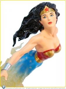 2010-DC-Direct-DC-Dynamics-Statue-Wonder-Woman-006