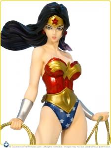 2011-Kotobukiya-DC-Comics-Bishoujo-PVC-Statue-Wonder-Woman-005
