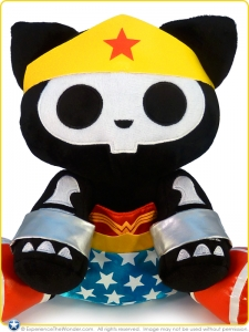 Toynami-Skelanimals-DC-Heroes-Deluxe-Plush-Series-2-Wonder-Woman-Kit-001
