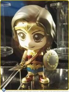 2016-Hot-Toys-DC-Comics-BvS-Cosbaby-Vinyl-Figurine-Gal-Gadot-Wonder-Woman-Promo-001
