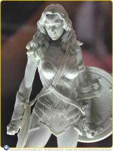 2016-Iron-Studios-DC-BvS-Statue-Gal-Gadot-Wonder-Woman-Promo-001