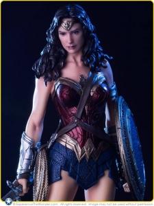 2016-Iron-Studios-DC-BvS-Statue-Gal-Gadot-Wonder-Woman-Promo-007