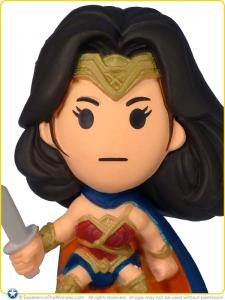 2016-Blip-Zag-Toys-DC-BvS-Original-Minis-S1-Designer-Vinyl-Figurine-Gal-Gadot-Wonder-Woman-001